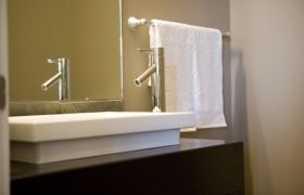 homes-by-greenstone-bathrooms-049