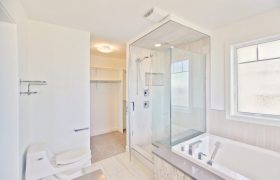homes-by-greenstone-bathrooms-080