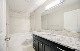 homes-by-greenstone-bathrooms-093