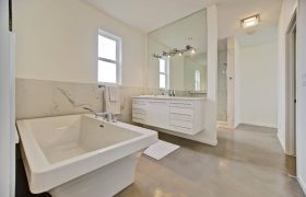 homes-by-greenstone-bathrooms-099