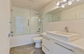 homes-by-greenstone-bathrooms-119