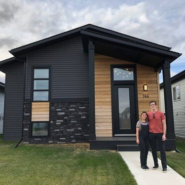 homes-by-greenstone-red-deer-hand-over